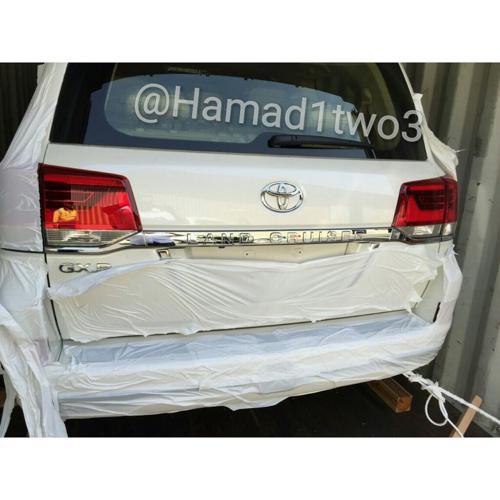 2016 Toyota Land Cruiser rear quarter