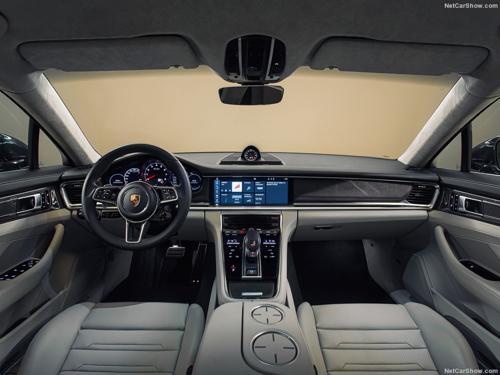 2017 Porsche-Panamera cabin