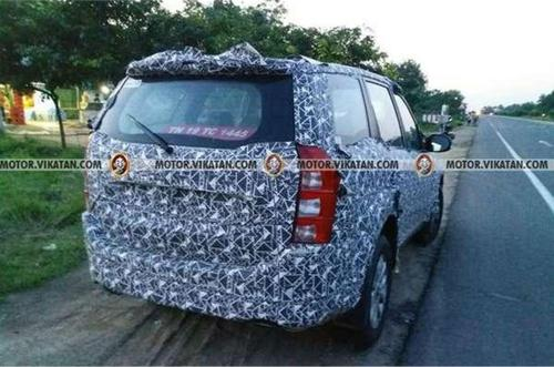 New-Mahindra-XUV500-rear-spied