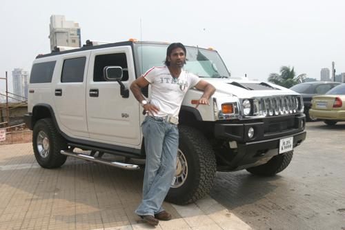 Suniel Shetty with his Hummer H3