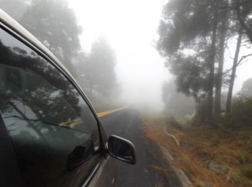 Tips to drive a car safely in foggy conditions