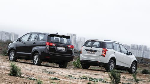 Toyota Innova Crysta Vs Mahindra XUV500-2