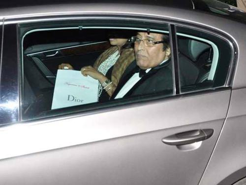 Vinod khanna in his car