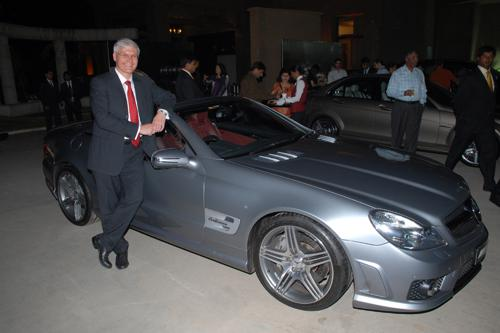 Dr. Wilfried Aulbur (Managing Director & CEO, Mercedes-Benz India with theMercedes SL 63 AMG at the Award Ceremony of the National Finals of Merced.JPG