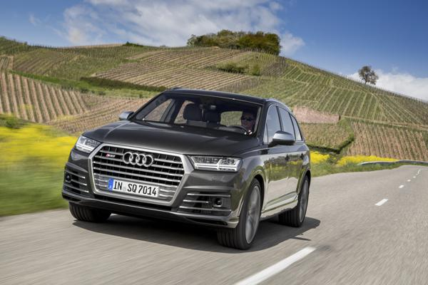 Audi SQ7 First Drive Review  - CarTrade