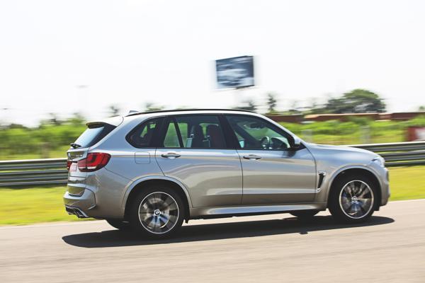 2015 BMW X5M Images 12
