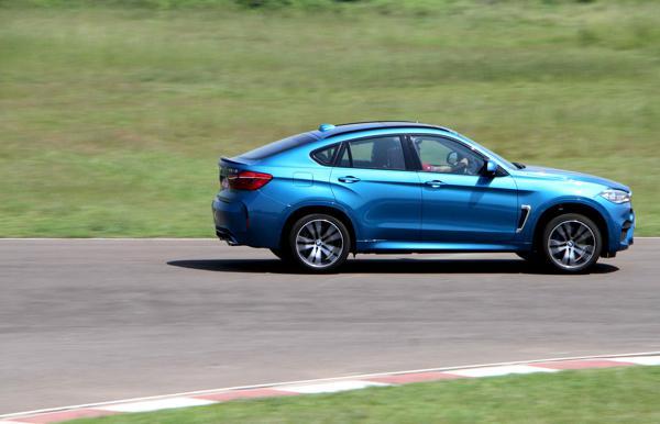2015 BMW X6M Images 1