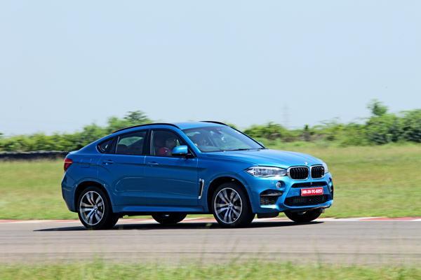 2015 BMW X6M Images 10