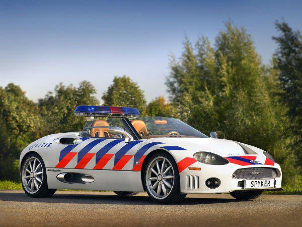 Exotic police cars of the world .