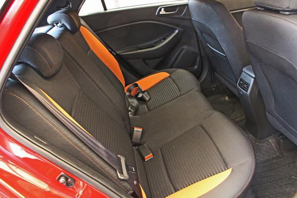 Hyundai i20 Active Photos 18