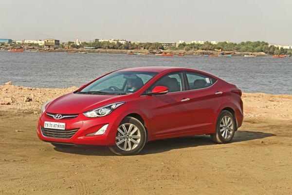 Hyundai Elantra Images 10
