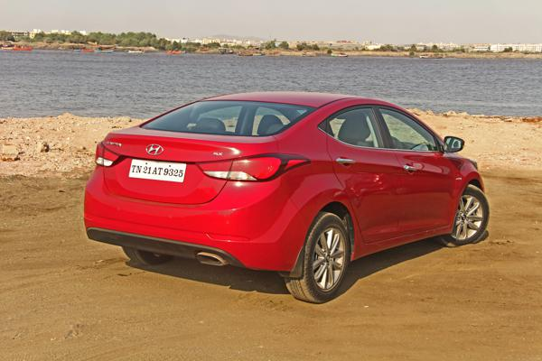 Hyundai Elantra Images 11