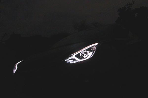 Hyundai Elantra Images 19