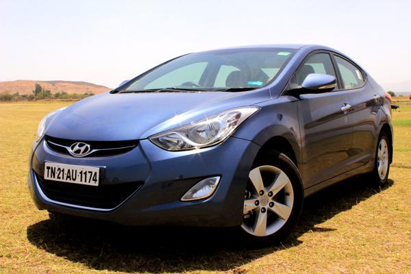 Hyundai Elantra Review - CarTrade