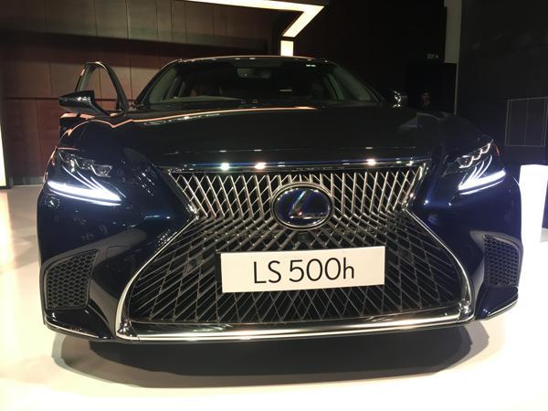 Lexus-LS-500h-launch-grille