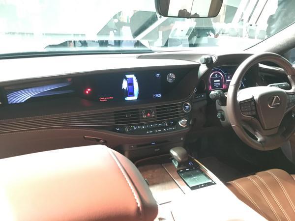 Lexus-LS-500h-launch-interior-front