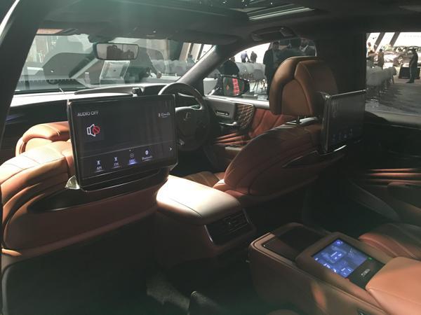 Lexus-LS-500h-launch-interior-rear