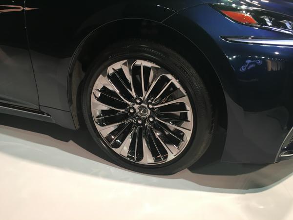 Lexus-LS-500h-launch-wheel