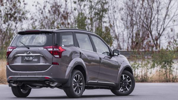 2018 Mahindra XUV500 W11 First Drive Review