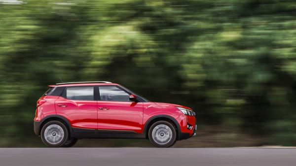 Mahindra XUV300 AMT W8 First Drive Review
