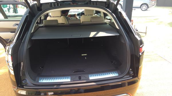 Range-Rover-Velar-boot