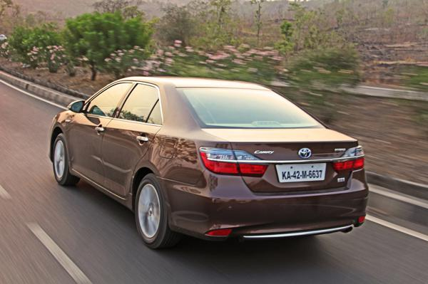 Toyota Camry Hybrid Images 33