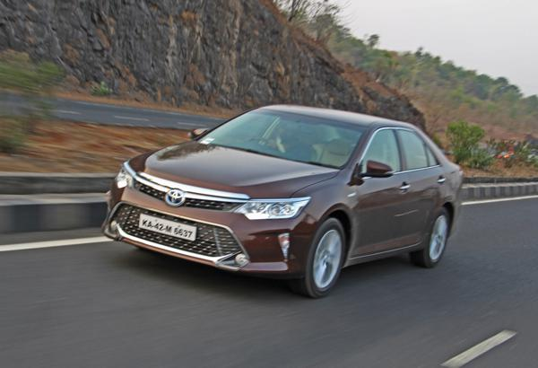 Toyota Camry Hybrid Images 35