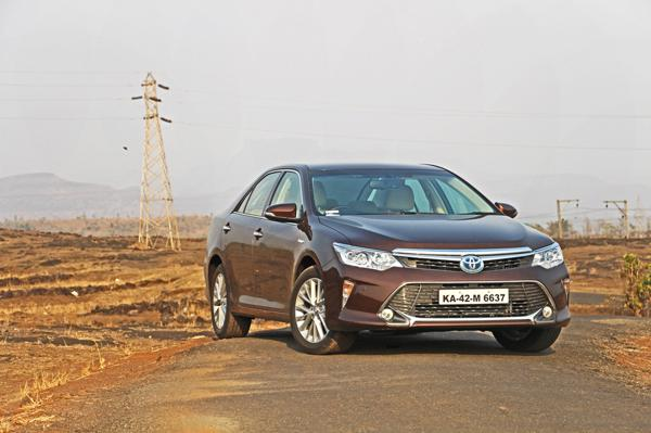 Toyota Camry Hybrid Facelift Review - CarTrade