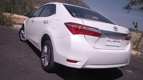 Toyota Corolla Altis Images 13