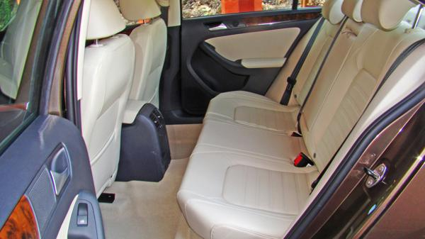 Volkswagen Jetta Images 15