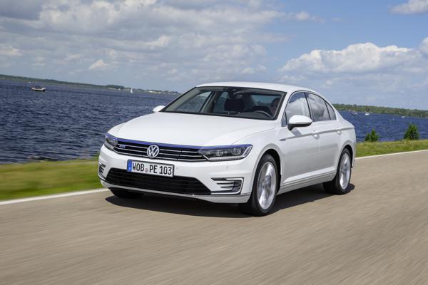 Volkswagen Passat First Drive - CarTrade