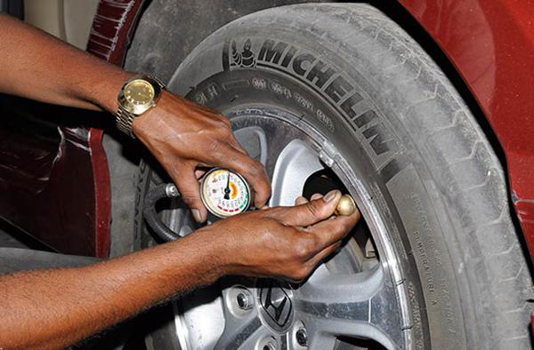 Checking your car tyre pressure