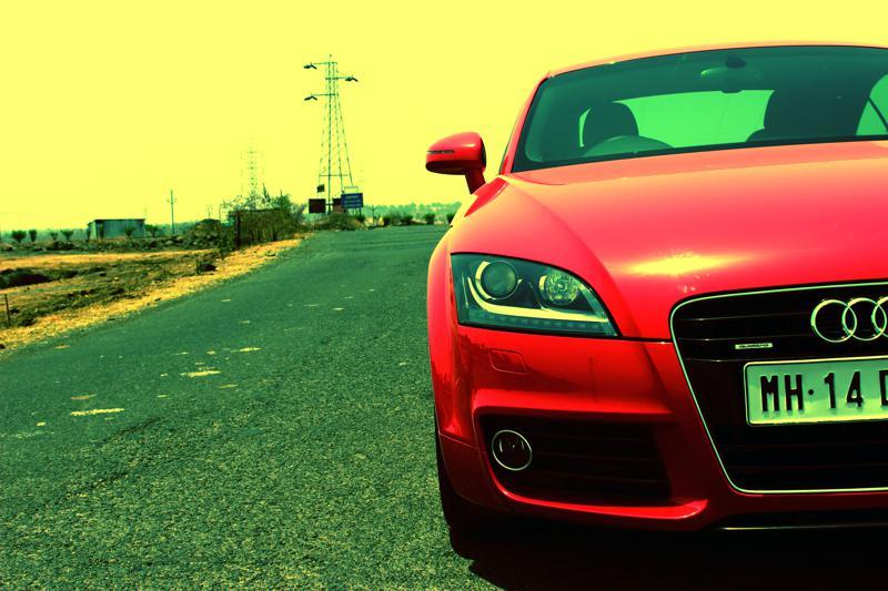 Audi TT Slit image