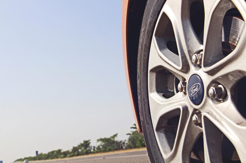 Ford Figo Images 15