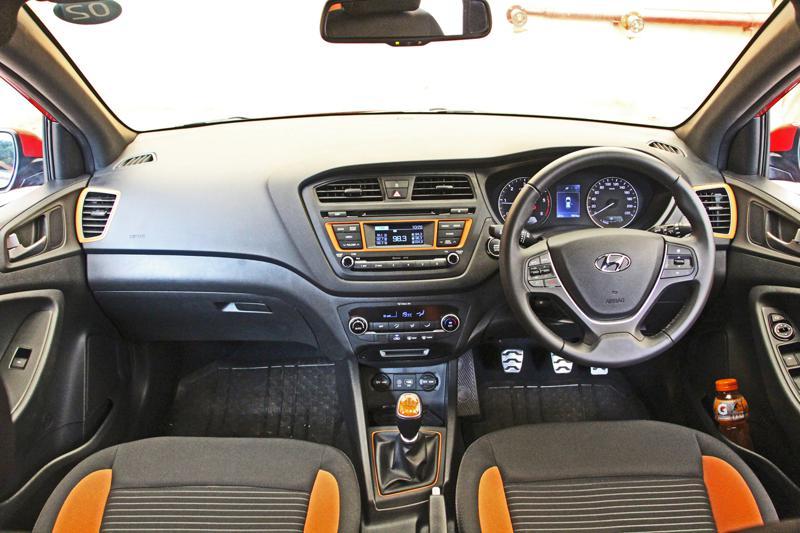 Hyundai i20 Active Photos 20