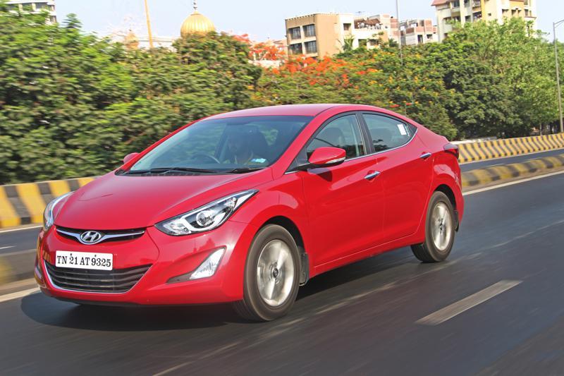 Hyundai Elantra Images 1