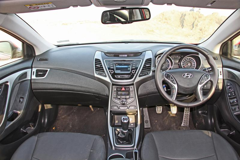 Hyundai Elantra Photos 1