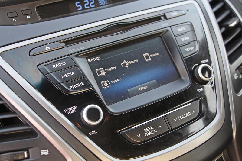Hyundai Elantra Photos 3