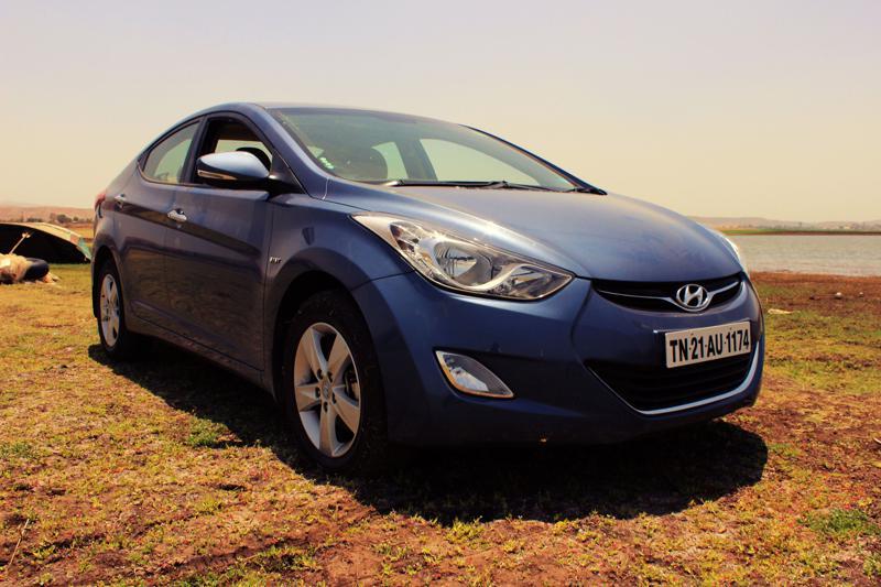 Hyundai Elantra Front quarter image 1