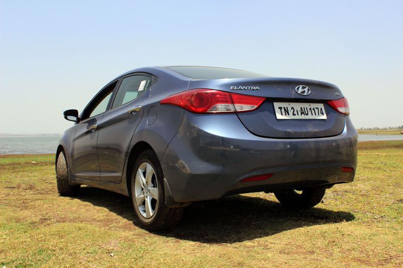 Hyundai Elantra rear profile quarter image