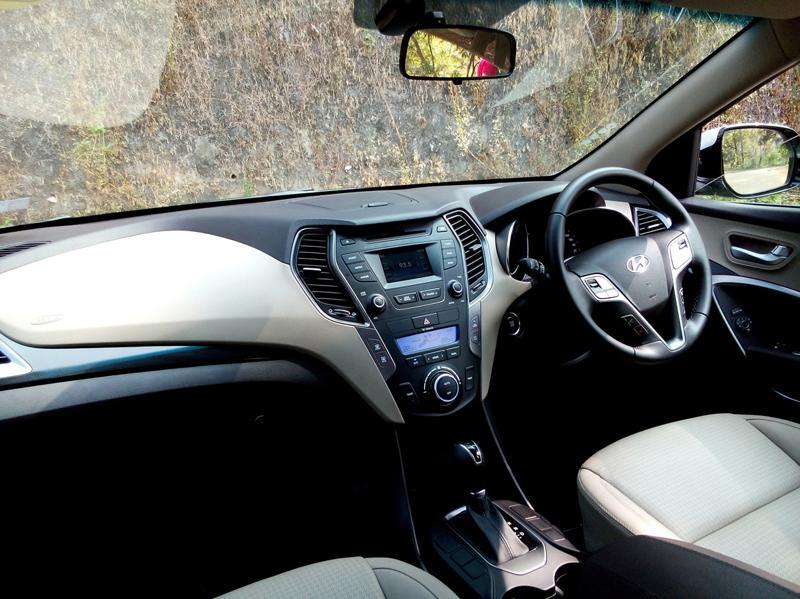 Hyundai Santa Fe Interiors 16