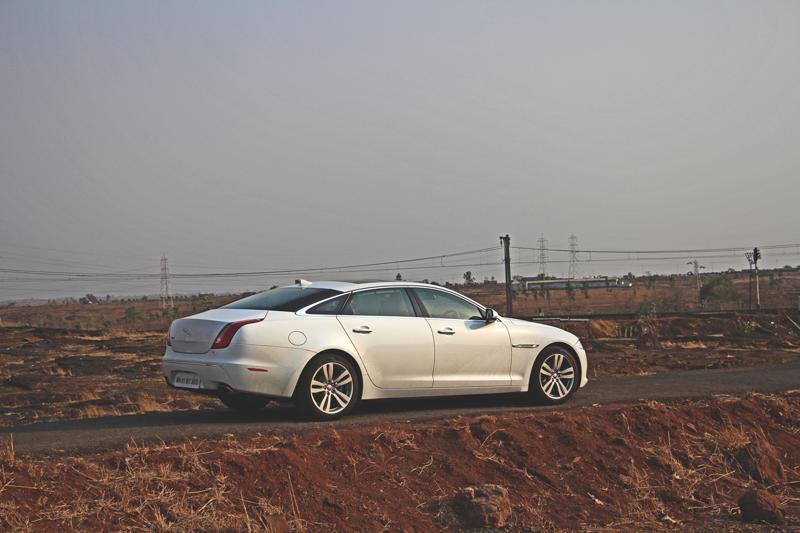 Jaguar XJ L Images 21