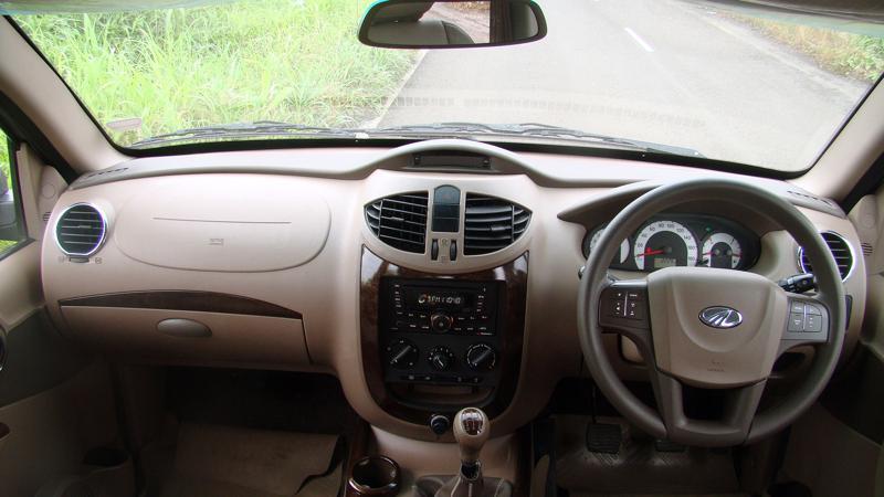 Mahidnra Xylo Vs Toyota Innova Pictures 1