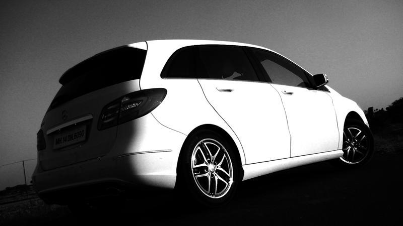 Mercedes Benz B Class Rear Quarter Picture