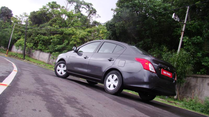 2014 Nissan Sunny Review 5