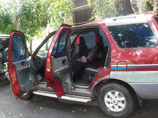 Tata Safari side view picture1