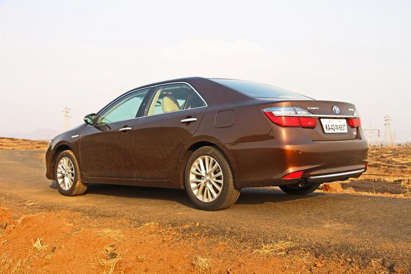 Toyota Camry Hybrid Images 37