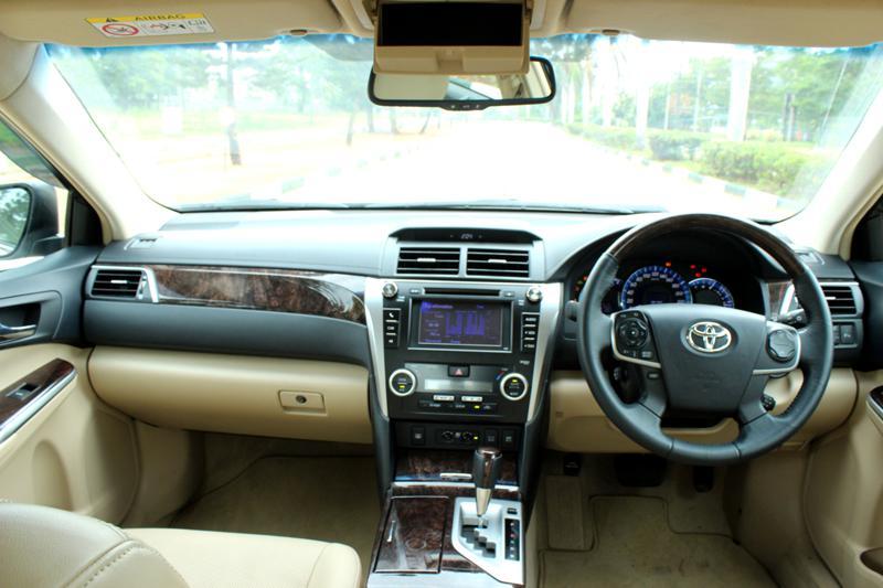 Toyota Camry Hybrid 41