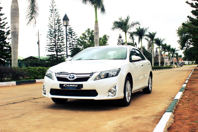 Toyota Camry Hybrid: Clean Drive