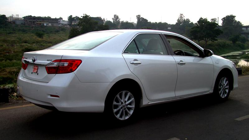 Toyota Camry Side rear